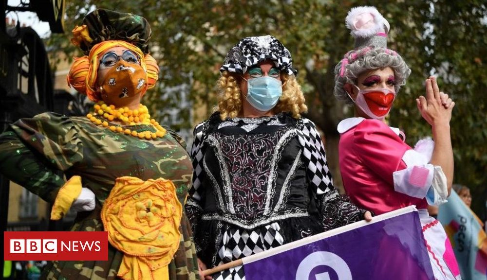 'Panto parade' highlights plight of arts venues